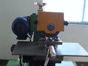 Leštiaci stroj pre SWG krúžok