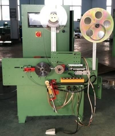 Automatické špirálové navinuté tesnenie navíjacieho stroja