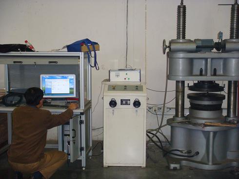 Kompletný testovací stroj s výkonom tesnenia